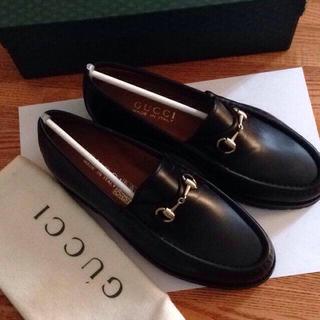 グッチ(Gucci)のGUCCI 直営店購入 新品ローファー(ローファー/革靴)