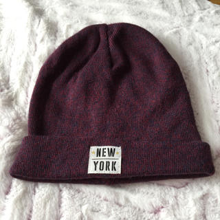 エイチアンドエム(H&M)のH&M ニューヨークニット帽 紫 (ニット帽/ビーニー)