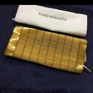 ビーシービージーマックスアズリア(BCBGMAXAZRIA)のBCBG ゴールド サテン生地 クラッチバッグ (クラッチバッグ)