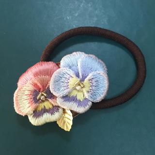 okappalover フラワー刺繍のヘアゴム(ヘアアクセサリー)