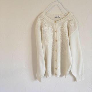 グリモワール(Grimoire)の vintageレトロ古着クラシカル刺繍ビーズホワイトカーディガン(カーディガン)