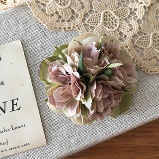 モーブバラとアンティークグリーン、ベージュ紫陽花のコサージュ(コサージュ/ブローチ)