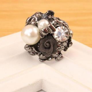 ローズとパールの高級感溢れるリング(リング(指輪))