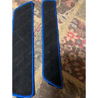 専用デリカd5用 前期用 後部座席側ステップマット未使用(車内アクセサリ)