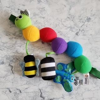 サッシー(Sassy)のベビー👶 Sassy  キャタピラーキャリー ベビーカー用おもちゃ(がらがら/ラトル)
