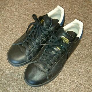 アディダス(adidas)の【adidas】スタンスミス ブラック×ネイビー 24.0cm(スニーカー)