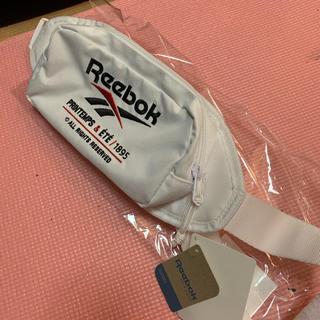 リーボック(Reebok)の新品未使用!大人気定番リーボッククラッシック!春夏白ランニング・ウォーキングに!(ボディーバッグ)