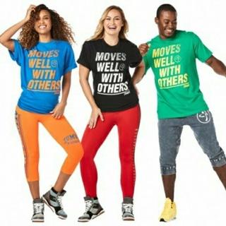 ズンバ(Zumba)の3PK大幅値下Zumba Moves Well With OthersTシャツ(Tシャツ/カットソー(半袖/袖なし))
