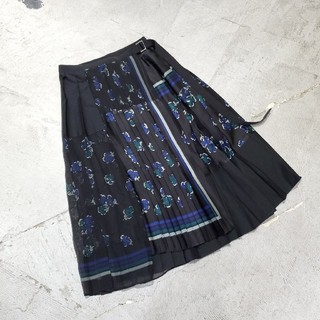 サカイ(sacai)の17ss sakai サカイ フローラル ラッププリーツ スカート プリーツ 2(ひざ丈スカート)