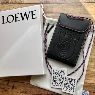 ロエベ(LOEWE)の新品 LOEWE ロエベ ネックポケット ブラック でかロゴ(ショルダーバッグ)