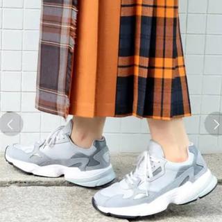 アディダス(adidas)のBEAUY&YOUTH 別注モデル adidas FALCON グレー (スニーカー)
