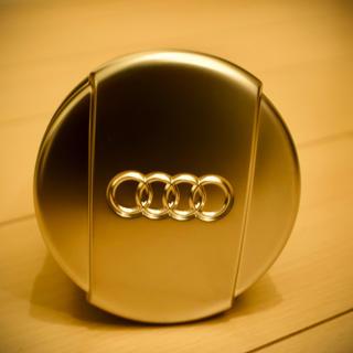 アウディ(AUDI)のアウディ audi  灰皿 アシュトレイ 新品 未使用 ラスト1個 ノベリティー(車内アクセサリ)