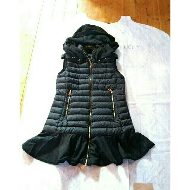 MONCLER(モンクレール)の国内正規品✨モンクレールベスト ブラック💓春先の着る物がお困りの方は是非! レディースのジャケット/アウター(ダウンベスト)の商品写真