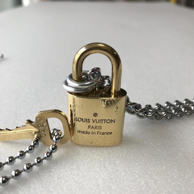 LOUIS VUITTON(ルイヴィトン)のLOUISVUITTON パドロック カデナ 南京錠 鍵有り 330 メンズのアクセサリー(ネックレス)の商品写真