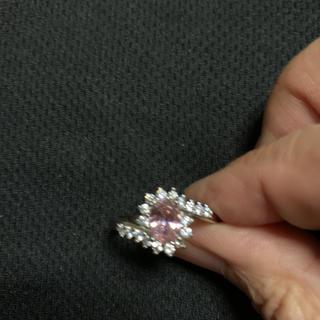 ピンクの石とダイアモンド風?の大きい指輪(リング(指輪))