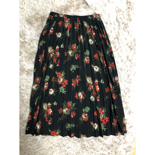 ジーユー(GU)のGU 花柄プリーツスカート (ひざ丈スカート)