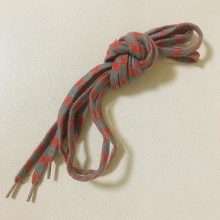 グレー 灰色 & 赤 レッド 柄物 シンプル 靴紐 シューレース(その他)
