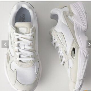 アディダス(adidas)のアディダス ファルコン ホワイト 未使用品 24.5cm(スニーカー)