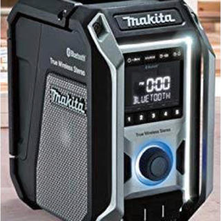 マキタ(Makita)のマキタ充電ラジオMR 113新品未使用。バッテリー充電器付き。(その他)