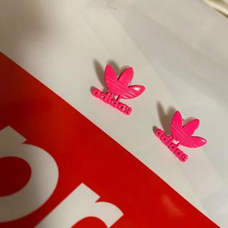 アディダス(adidas)のアディダス adidas ピアス 蛍光ピンク 未使用品(ピアス)