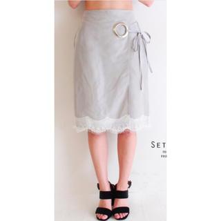 アナップ(ANAP)のグレーハリツヤサテンフラワーレースホワイト白リボン巻きスカートラップスカート(ひざ丈スカート)