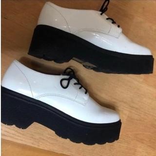 フォーエバートゥエンティーワン(FOREVER 21)のフォーエバー21 厚底シューズ(ローファー/革靴)