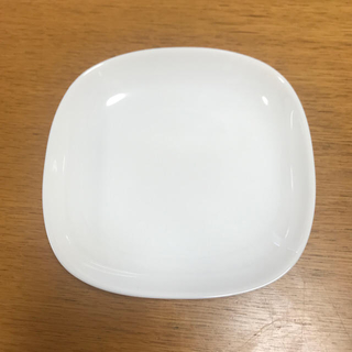ヤマザキセイパン(山崎製パン)の【新品】スクエア型皿(ヤマザキパン)(食器)