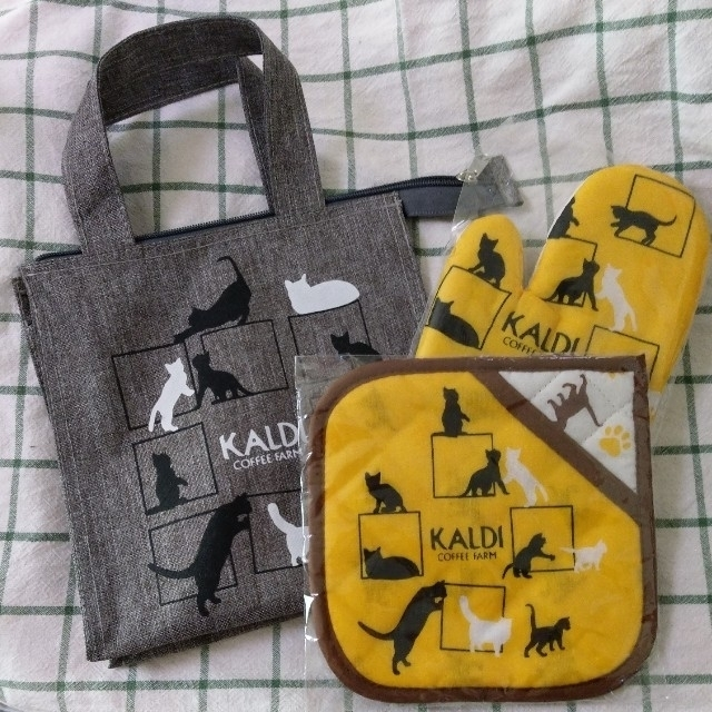 KALDI(カルディ)のお取り置き中 2019 KALDI ねこの日バック 他 インテリア/住まい/日用品のキッチン/食器(収納/キッチン雑貨)の商品写真