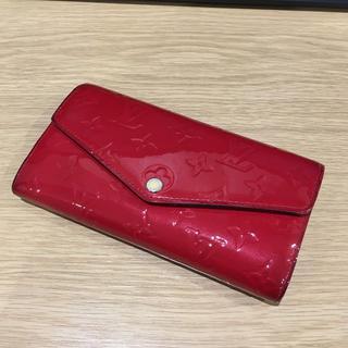 ルイヴィトン(LOUIS VUITTON)のLV モノグラム・ヴェルニ 赤 長財布(93016856)(財布)