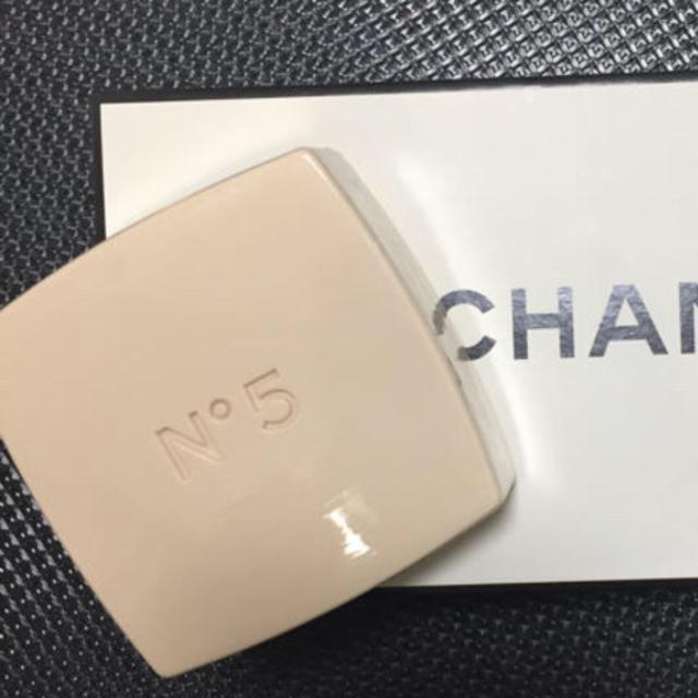 CHANEL(シャネル)のCHANEL  No.5  サヴォン【石鹸】  1個 コスメ/美容のボディケア(ボディソープ/石鹸)の商品写真