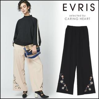 エヴリス(EVRIS)のEVRIS 花柄刺繍 ワイドパンツ(カジュアルパンツ)