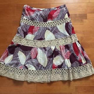 ビーシービージーマックスアズリア(BCBGMAXAZRIA)のBCBGスカート(ひざ丈スカート)