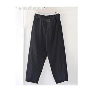 コモリ(COMOLI)の【19ss】comoli ベルテッドパンツ ブラック サイズ 2(デニム/ジーンズ)