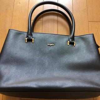 エニィスィス(anySiS)のA4も入る 黒色ハンドバッグ 合成皮革(トートバッグ)