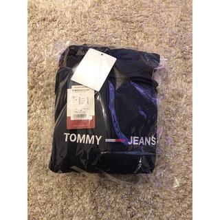 トミー(TOMMY)のTOMMY JEANS ロゴパーカー DMODMO7030 20192019AW(パーカー)