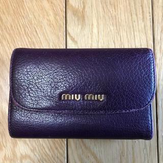 ミュウミュウ(miumiu)のmiumiu ミニ財布 三つ折り パープル(財布)