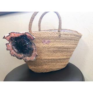アニヤハインドマーチ(ANYA HINDMARCH)のアニヤハインドマーチ大花付きカゴバッグ(かごバッグ/ストローバッグ)