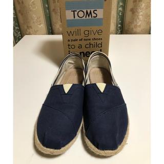 TOMS - TOMS ローファー紺   7(24センチ )