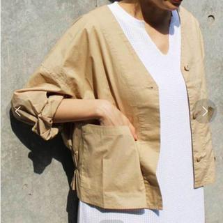 チャオパニックティピー(CIAOPANIC TYPY)のノーカラーシャツ ベージュ(ノーカラージャケット)