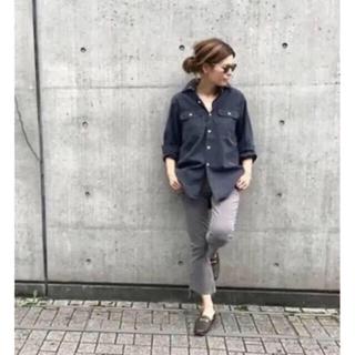 マディソンブルー(MADISONBLUE)の美品 MADISON BLUE バックサテンシャツ ハンプトン ブラック(シャツ/ブラウス(長袖/七分))