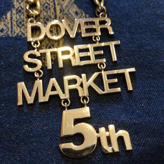 コムデギャルソン(COMME des GARCONS)の非売品DOVERSTREETMARKET5周年ネックレス(ネックレス)