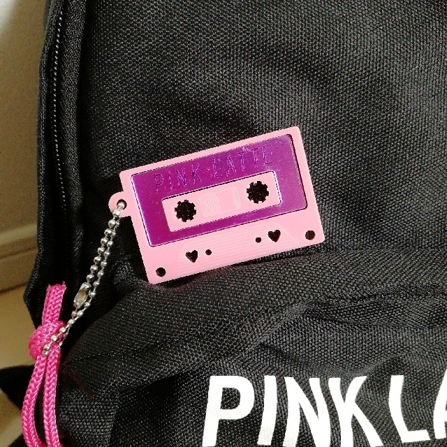 PINK-latte(ピンクラテ)のピンクラテ リュック 黒 キーホルダー付 レディースのバッグ(リュック/バックパック)の商品写真