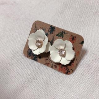 韓国 フラワー 花 ホワイト ピアス