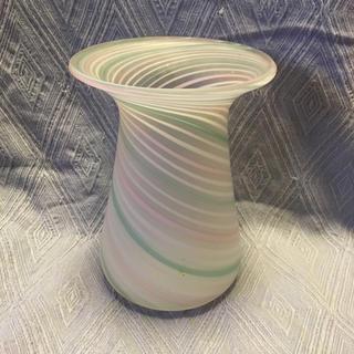 ナルミ(NARUMI)の【値下!】ポップで上品!ナルミ 三友ガラス 花瓶(花瓶)