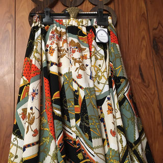 ダズリン(dazzlin)のkhalita スカーフ柄 ヘムスカート新品・タグ付き週末出品^ - ^(ロングスカート)