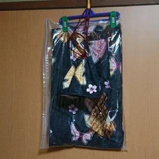 ユニクロ(UNIQLO)のユニクロ 浴衣 黒 ブラック 蝶 バタフライ ピンク ゆかた 巾着 セット 黄色(浴衣)