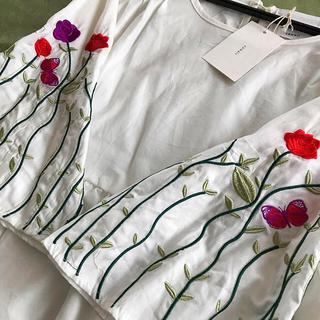 カワイイ(cawaii)のcawaii 刺繍トップス(シャツ/ブラウス(長袖/七分))