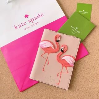 ケイトスペードニューヨーク(kate spade new york)のケイトスペード 新品 パスポートケース ピンク フラミンゴ(パスケース/IDカードホルダー)