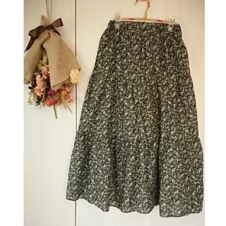 サマンサモスモス(SM2)のsm2  新品  黒系花柄ティアードスカート(ロングスカート)