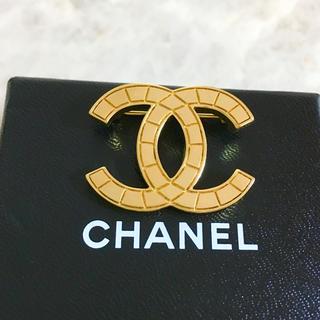 シャネル(CHANEL)の専用 シャネル ブローチ ゴールド マトラッセ ココマーク 金 ロゴ ステッチ(スニーカー)
